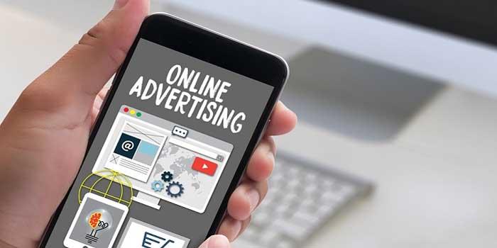 2 Key Ways Advertisement Influences People's Purchasing Habits