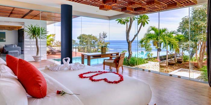 10 Most Extravagant Honeymoon Suites in