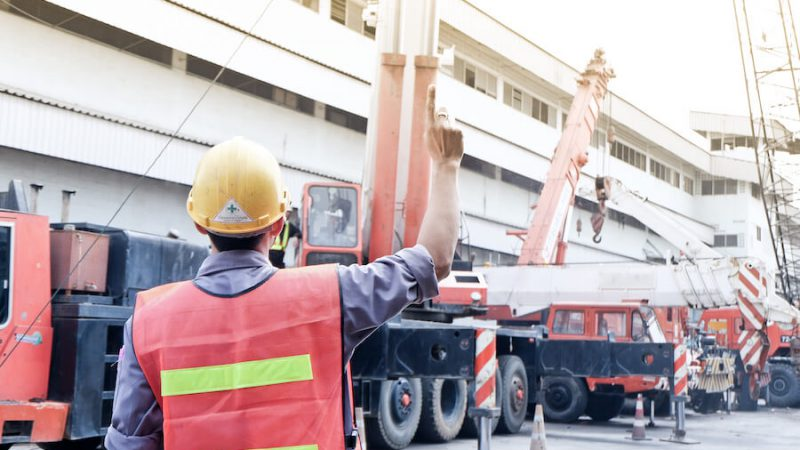 SAFETY TIPS TO FOLLOW WHILE OPERATING A CRANE